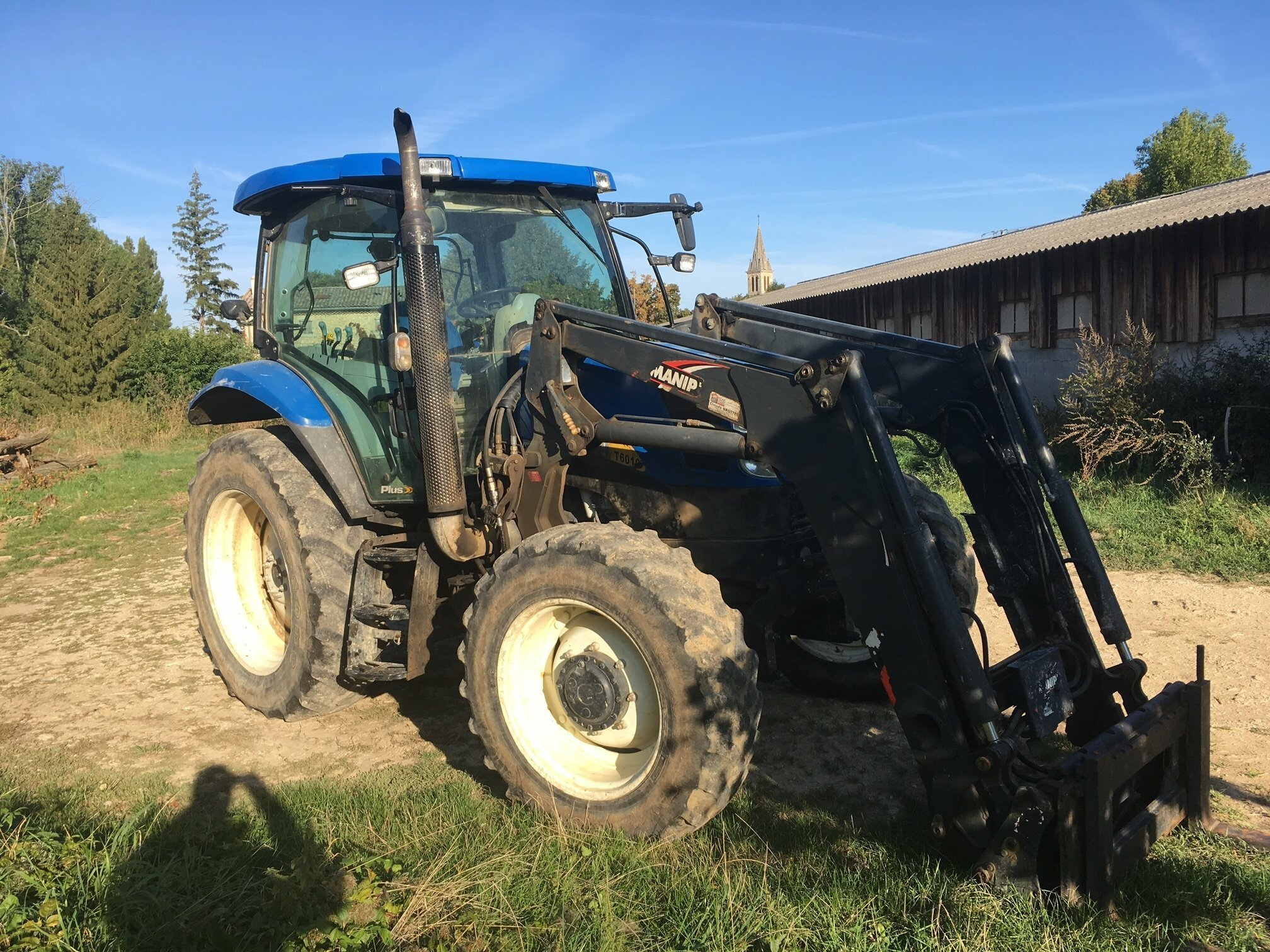 Tracteur agricole New Holland T6010 . - 1